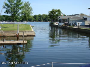 8387 Lake Watervliet, MI 49098