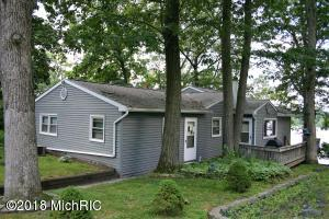 Property for sale at 320 Lakeside Drive, Delton,  MI 49046