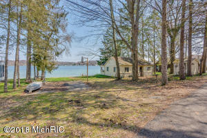 15100 Lake Shore Vandalia, MI 49095