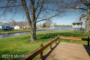 60672 Shoreline Burr Oak, MI 49030