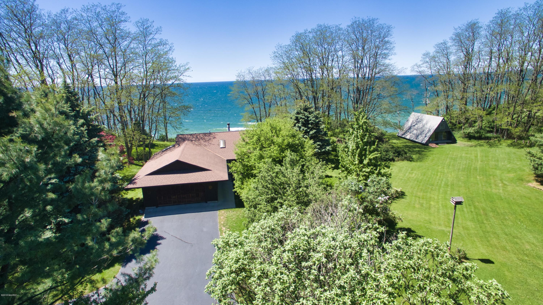 2624 Lakeshore Road, Manistee, Michigan 49660, 3 Bedrooms Bedrooms, ,2 BathroomsBathrooms,Residential,For Sale,Lakeshore,10026565