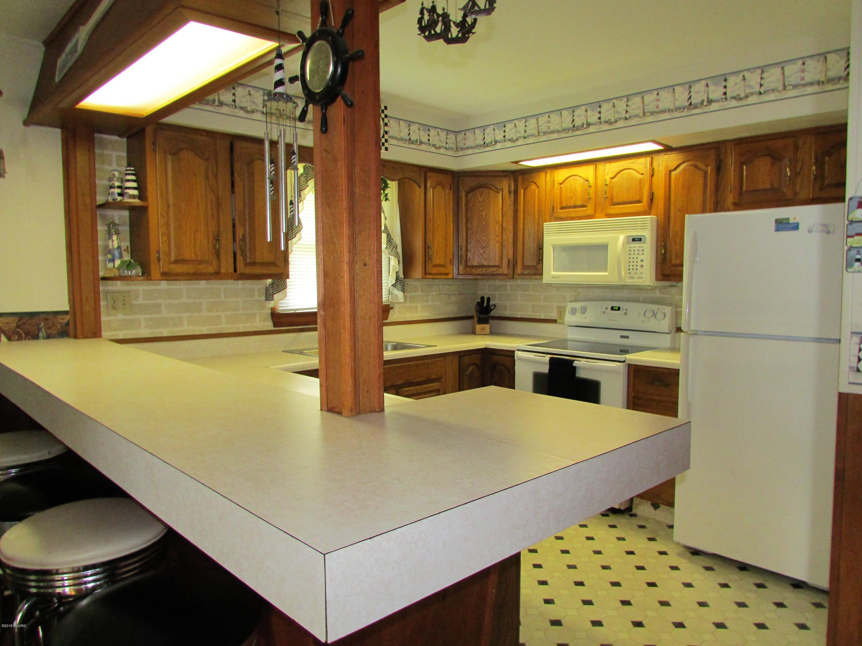 698 Waterview , Coldwater, MI 49036 Photo 3