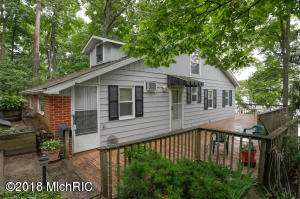 58600 E Clear Lake Three Rivers, MI 49093