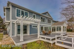 7105 N Maple Coloma, MI 49038