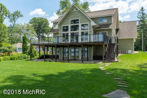 4821 S Long Lake Portage, MI 49002