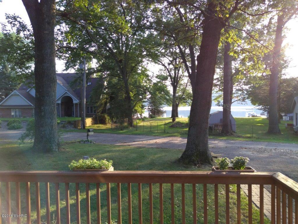 11206 Lakeshore , Three Rivers, MI 49093 Photo 4