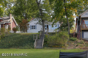 8842 E Long Lake Scotts, MI 49088