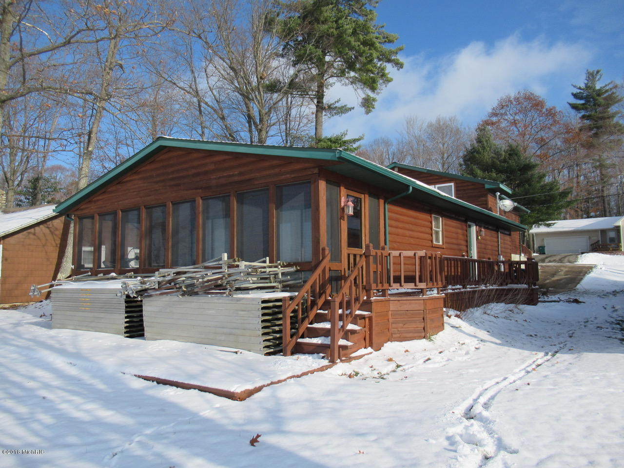 2113 Lake Mitchell Drive, Cadillac, Michigan 49601, 3 Bedrooms Bedrooms, ,3 BathroomsBathrooms,Residential,For Sale,Lake Mitchell,18057955