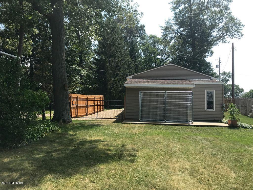 1749 Crooked Lake Drive, Kalamazoo, Michigan 49009, 3 Bedrooms Bedrooms, ,2 BathroomsBathrooms,Residential,For Sale,Crooked Lake,18058934
