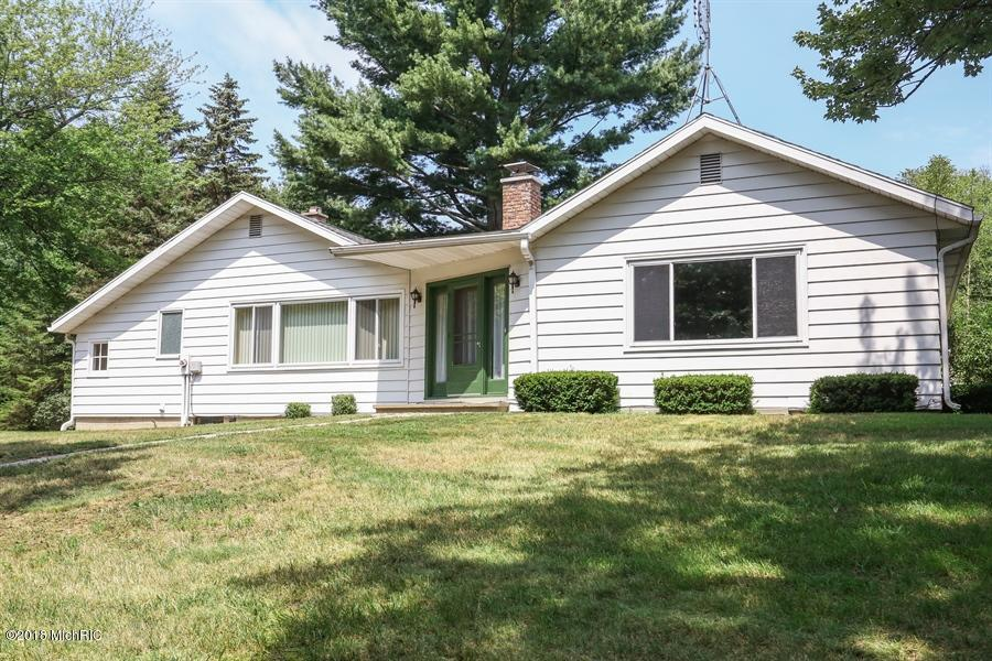 15206 LAKESIDE ROAD, LAKESIDE, MI 49116