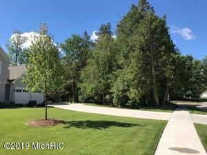 Property for sale at 2750 Woodcliff Circle, East Grand Rapids,  Michigan 49506
