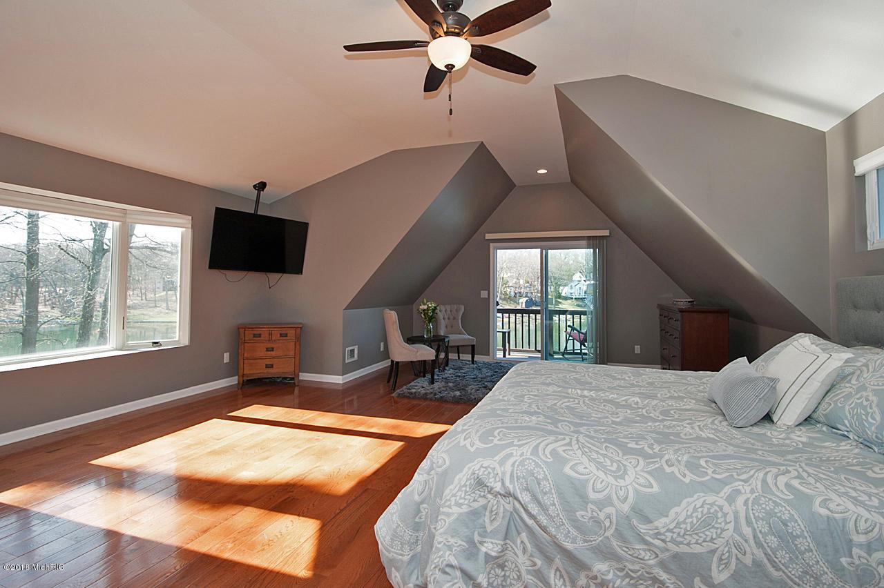338 Carpenter Drive, Battle Creek, Michigan 49017, ,Multi-family,For Sale,Carpenter,19009119