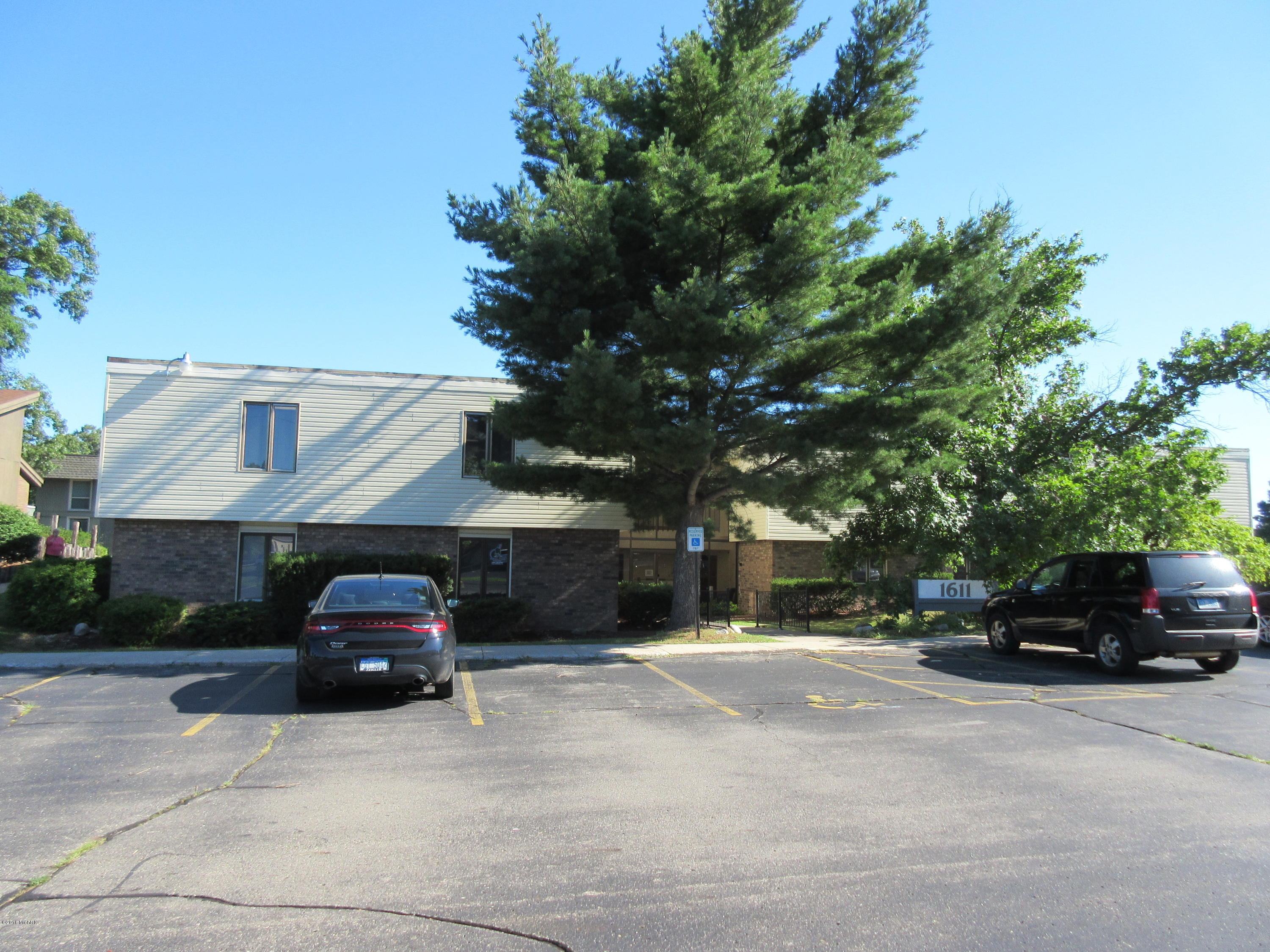 1611 CENTRE Avenue, Portage, Michigan 49024, ,Commercial Lease,For Sale,CENTRE,19009130
