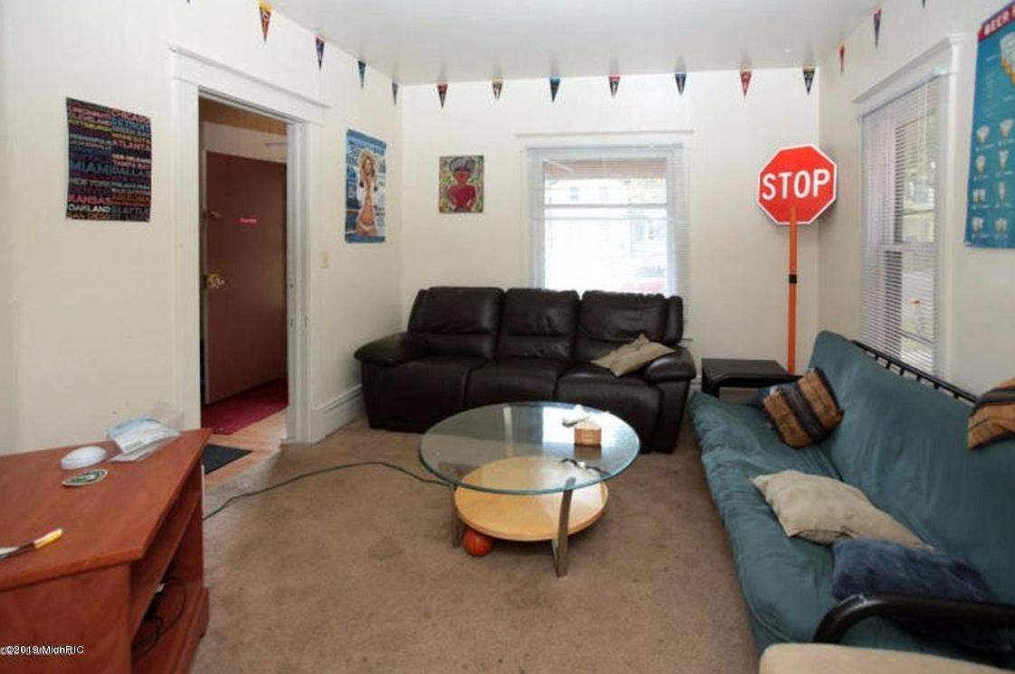 820 Vine Street, Kalamazoo, Michigan 49008, ,4 BathroomsBathrooms,Residential Lease,For Sale,Vine,19009180