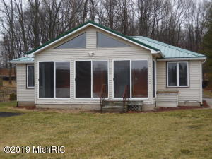 16759 Chain Lake Cassopolis, MI 49031