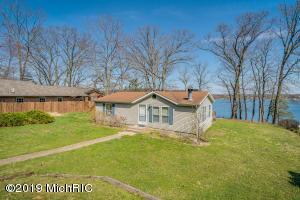 308 Lake Shore Cassopolis, MI 49031