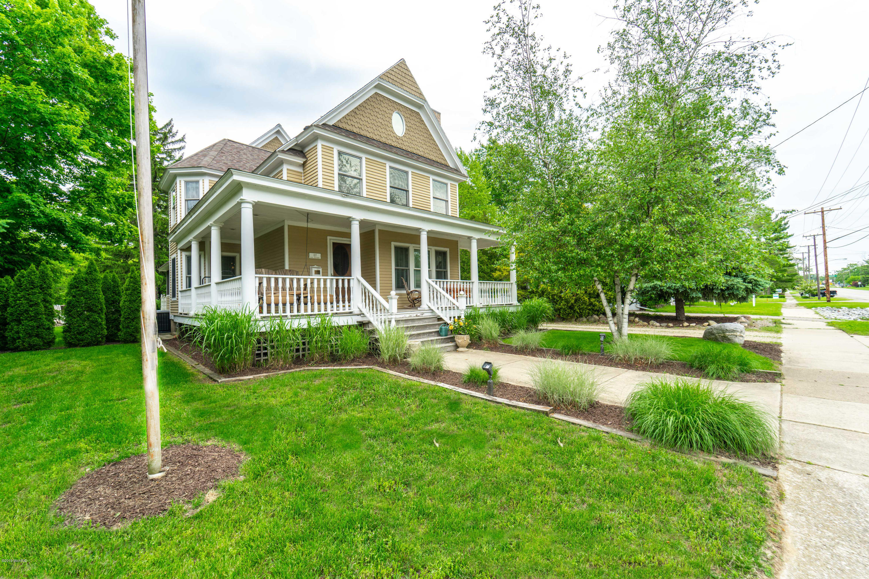 127 Whittaker Street, New Buffalo, Michigan 49117, 5 Bedrooms Bedrooms, ,3 BathroomsBathrooms,Residential,For Sale,Whittaker,19027229