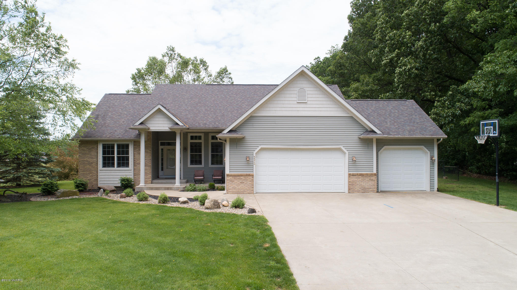 5572 1st Street, Kalamazoo, Michigan 49009, 4 Bedrooms Bedrooms, ,3 BathroomsBathrooms,Residential,For Sale,1st,19027251