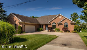 160 Meadow Wood Decatur, MI 49045