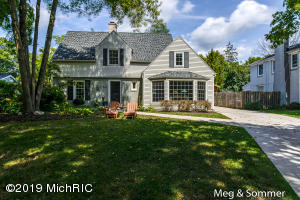 Property for sale at 2621 Oakwood Drive, East Grand Rapids,  Michigan 49506