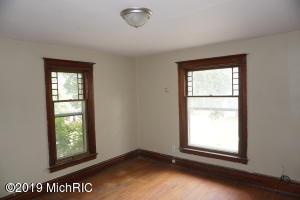 635 Summer Street, Kalamazoo, Michigan 49007, 4 Bedrooms Bedrooms, ,3 BathroomsBathrooms,Residential,For Sale,Summer,19040306