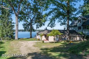 803 Lakeview Portage, MI 49002