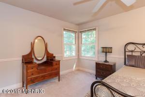5284 Green Pine Lane, Kalamazoo, Michigan 49009, 6 Bedrooms Bedrooms, ,5 BathroomsBathrooms,Residential,For Sale,Green Pine,19046234