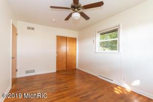 12848 18th Street, Vicksburg, Michigan 49097, 3 Bedrooms Bedrooms, ,2 BathroomsBathrooms,Residential,For Sale,18th,19046277