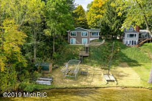 93284 Gravel Lake Drive Lawton, MI 49065