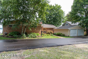 635 S Gull Lake Richland, MI 49083