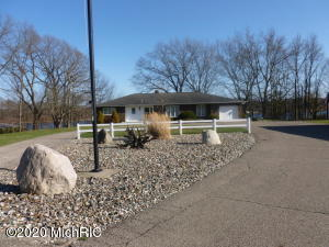 4929 Lakefront Delton, MI 49046