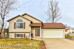 13161 Thistlewood Lane, Holland, Michigan 49424, 3 Bedrooms Bedrooms, ,2 BathroomsBathrooms,Residential,For Sale,Thistlewood,20004375