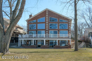 11474 E Indian Lake Vicksburg, MI 49097
