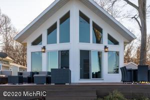 5005 S Long Lake Portage, MI 49002