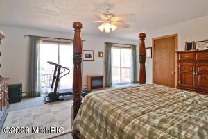 61957 CR 681, Hartford, Michigan 49057, 5 Bedrooms Bedrooms, ,3 BathroomsBathrooms,Residential,For Sale,CR 681,20011545