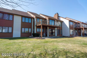 1121 South Shore Drive, Holland, Michigan 49423, 3 Bedrooms Bedrooms, ,2 BathroomsBathrooms,Residential,For Sale,South Shore,20011699