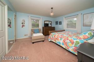 165 Lodge Lane, Kalamazoo, Michigan 49009, 3 Bedrooms Bedrooms, ,3 BathroomsBathrooms,Residential,For Sale,Lodge,20011589