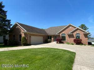 160 Meadowwood Decatur, MI 49045