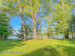VL E Oak Decatur, MI 49045