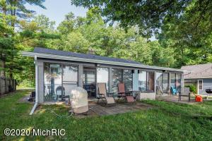 10507 Woodlawn Portage, MI 49002