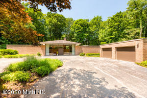 1185 Point O Woods Drive, Benton Harbor, Michigan 49022, 3 Bedrooms Bedrooms, ,3 BathroomsBathrooms,Residential,For Sale,Point O Woods,20025814