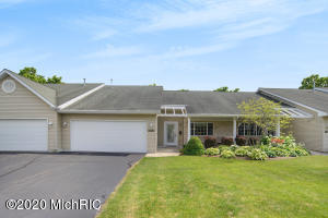 1100 Fountain View Circle, Holland, Michigan 49423, 1 Bedroom Bedrooms, ,2 BathroomsBathrooms,Residential,For Sale,Fountain View,20025891