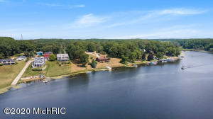 3210 Sandy Shore Saugatuck, MI 49453