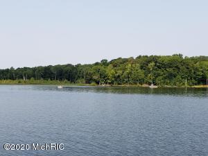 2605 W Selkirk Lake Shelbyville, MI 49344