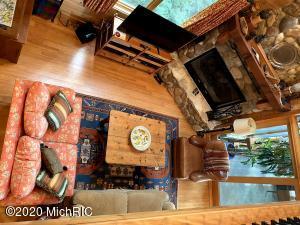 http://cdn.photos.sparkplatform.com/ric/20200911184906967419000000.jpg