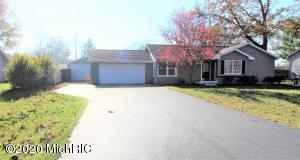 35403 Riverview Drive, Paw Paw, Michigan 49079, 4 Bedrooms Bedrooms, ,3 BathroomsBathrooms,Residential,For Sale,Riverview,20045902