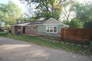 906 Lakeview Portage, MI 49002
