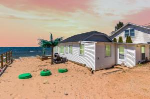 10577 Lakeshore West Olive, MI 49460