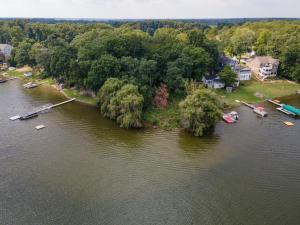 00 N Barton Lake Vicksburg, MI 49097