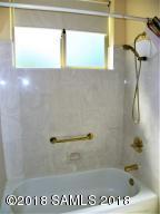 Hallway Bath 1 Tub/Shower